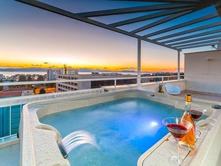 Penthouse apartment Sunset with hot tub and private garage