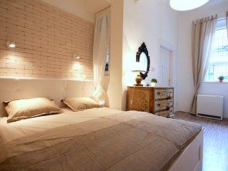 Luxury & Romantic Design in Raday Street Air Conditioned