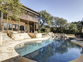 Bear Creek Modern - Hill Country - POOL! 4br/2.5ba on 5 Acres