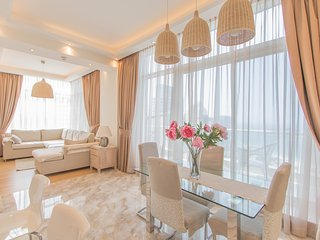 A home with full sea view in a great location, Dubai