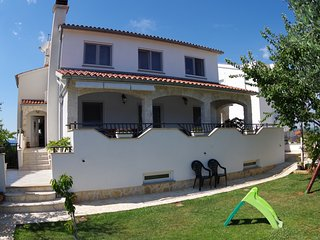 Holiday apartment 500m from the sea