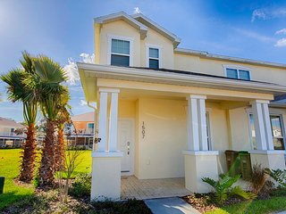 (1507-RETREAT) Beautiful Modern 3 Bed 3 Bath Pool Home with Private Balcony