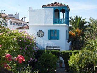 Romantic Moorish tower in Gaucin village with exotic garden & stunning pool.