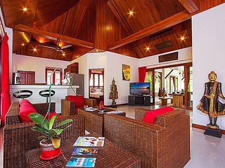 Banana leaf villa, swimming pool, big garden, Thai style