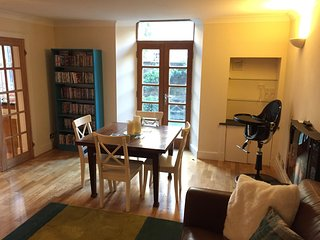 Lovely 2 Bedroom Apartment in Edinburgh's New Town (4A), Édimbourg