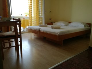 Yellow studio apartment Borik, Zadar