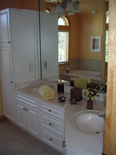 7 Bathrooms for privacy, jetted tub in upstairs Master, Jack/Jill in Kid's room,outdoor shower.