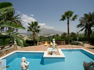 Luxurious villa, heart of the Golf valley of Marbella, close to Puerto Banus