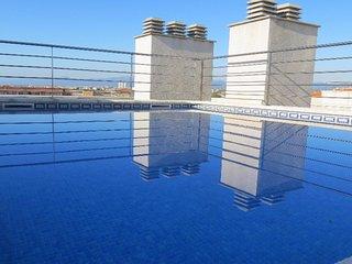 C-101. Apartamento bonito en Cambrils para 4 personas, A/A, piscina y parking.