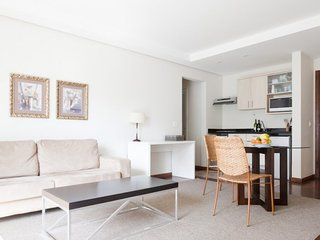 1 Bedroom Apartment with Pool in Jardins, São Paulo