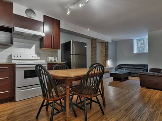 Apartment 100 m from the center of Montreal with Internet, Parking, Washing