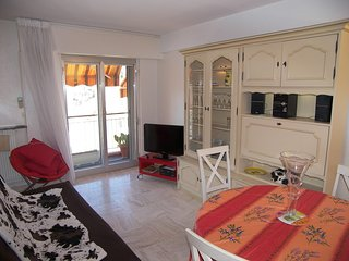 Apartment in the center of Cannes with Air conditioning, Lift, Balcony, Washing