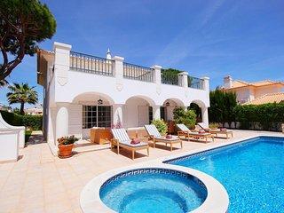 4 bedroom Villa in Vale do Garrao, Faro, Portugal : ref 5238164