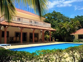 5 BD Beautiful caribbean villa steps away from sandy beach