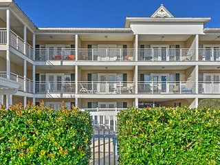 NEW! 1BR Destin Condo - Steps to Crystal Beach!