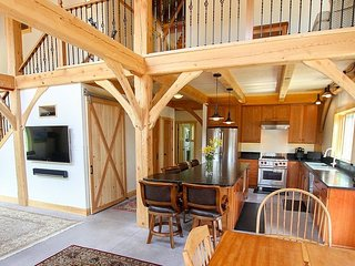 New Post & Beam Home 1/4 Mile From Sugarbush