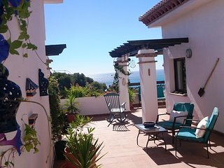 Penthouse with a spectacular terrace and sea views, La Herradura