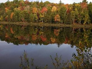 Family lakeside Lodge, Private lake with 100 acres, Fish, Swim, Hunt, seclusion, Crystal Falls
