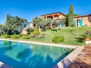 Farmhouse with panoramic sea view in Ramatuelle