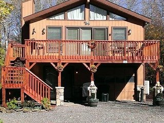 5 Bd 2 Bath Home Sleeps 10 w/Game Room,Wifi & A/C, Paupack