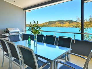Villa 4 The Edge on Hamilton Island Waterfront High Ceilings Modern Amenities