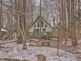 NEW! 2BR Pocono Lake Cabin in Gated Community!