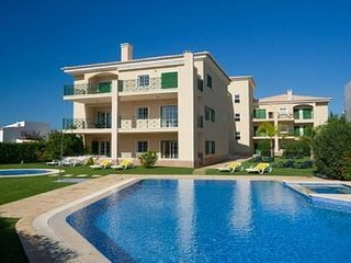 Near Marina, Beautifully appointed, fully equipped 5mins to Falesia Beach, Vilamoura