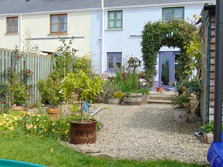 Deilen Aur, a modern 3-bed semi-detached country cottage in Cardigan Bay