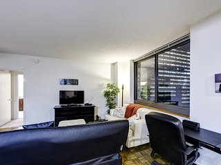 Ultra-Modern 2 Br Highrise Suite Lic2501S