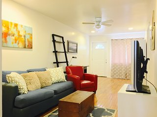 Perfect Brooklyn Flat for travelers, Furnished, Free WiFi/Cable. Near Subway.