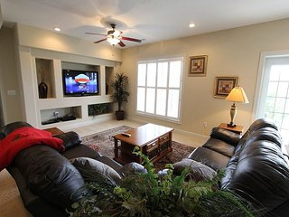 Blissful Retreat-5 bedroom, 3 bath home located at Branson Creek-Sleeps 12, Hollister