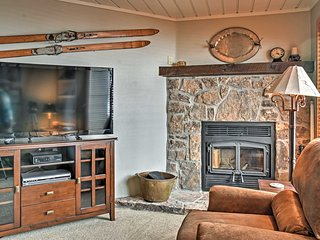 'Eagles Nest' Crested Butte Townhome Near Shuttle!