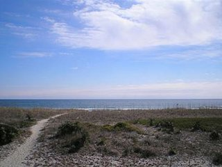 Seaside Cottage - Unique ocean front four bedroom house. Sleeps 12., Wrightsville Beach