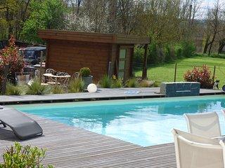 Maison de vacance contemporaine avec piscine.