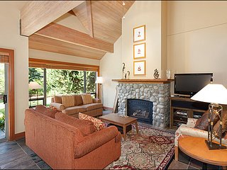 Private Hot Tub - Breathtaking Views of Both Mountains / 215191