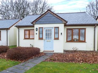 ROOFERS RETREAT, open plan living, pet friendly, lawned garden, Camelford, Ref 9