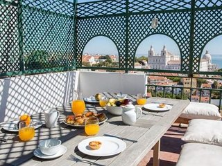 Spacious Recolhimento apartment in Castelo with WiFi, airconditioning, Lisboa