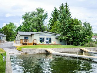 Beautiful 5 bedroom Cottage on West Lake