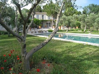 Villa Josephine holiday vacation villa rental france, provence, les alpilles
