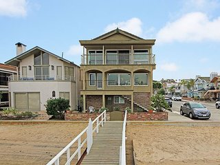 Bayfront Upper Remodeled Getaway Near Balboa Pier, Fun Zone, & Ferry (68386)