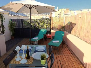 Spacious Sant Joan Atico apartment in Gracia with WiFi, integrated air condition