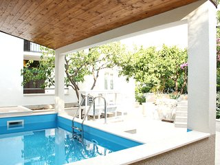 Villa Roza - Luxury Four Bedroom Villa with Private Pool