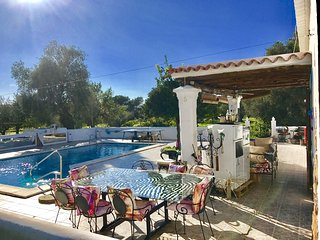 House Villa in Ibiza / 5 DOUBLE bedrooms big pool, Es Codolar