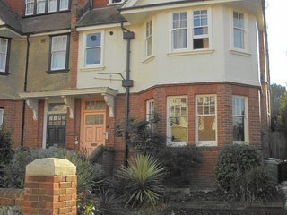 Silverdale Sunbeams lovely Spacious & airy apartment walk to the beach & town