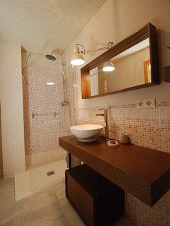 again bathroom downstairs
