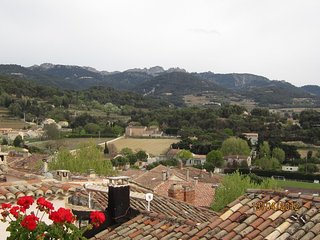 Les Roseraies, two terraces, 180o views, south facing, private