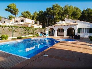 Chalet unifamiliar con piscina y jacuzzi, con 4 dormitorios (8 personas)
