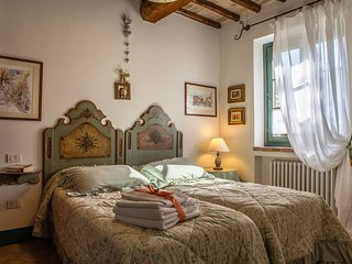 Toscella Villa Sleeps 4 with Air Con and WiFi - 5238188