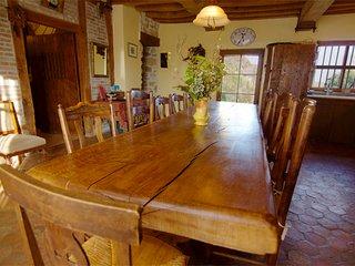 La grande table de la cuisine