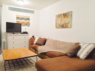 Large open Studio Flat with walk in closet, Furnished, 15 minutes to Manhattan.
